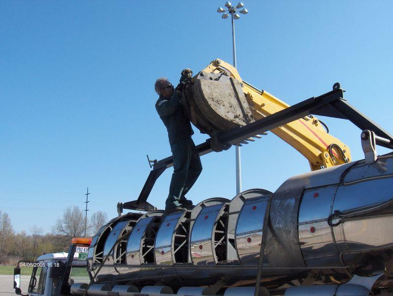 Rigging Rocket for unloading a